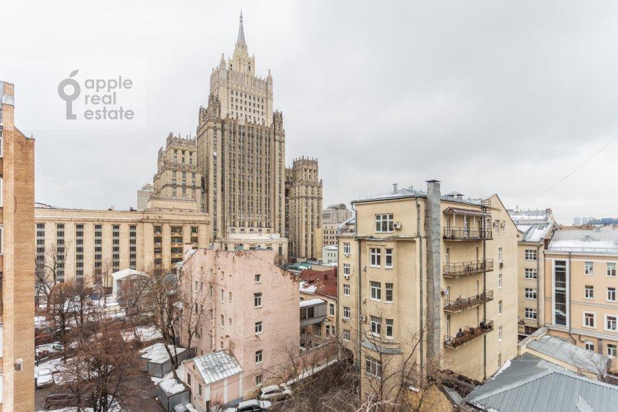 Вид из окна в 4-комнатной квартире по адресу Плотников пер. 13