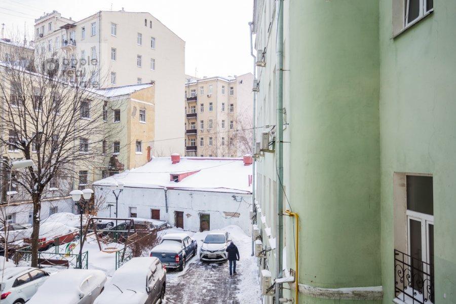Вид из окна в 4-комнатной квартире по адресу Сверчков пер. 10