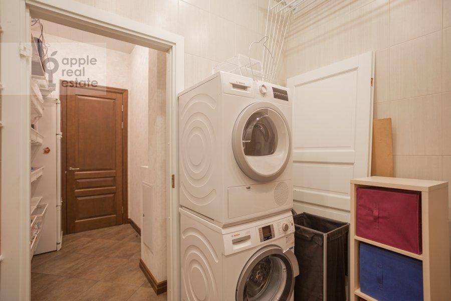 Гардеробная комната / Постирочная комната / Кладовая комната в 4-комнатной квартире по адресу Сверчков пер. 10