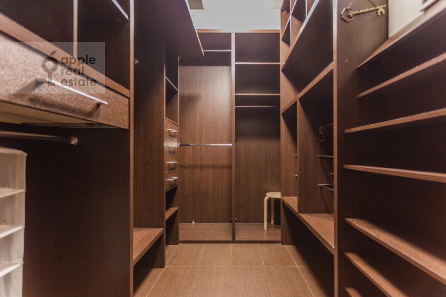 Гардеробная комната / Постирочная комната / Кладовая комната в 5-комнатной квартире по адресу Академика Пилюгина ул. 22к1