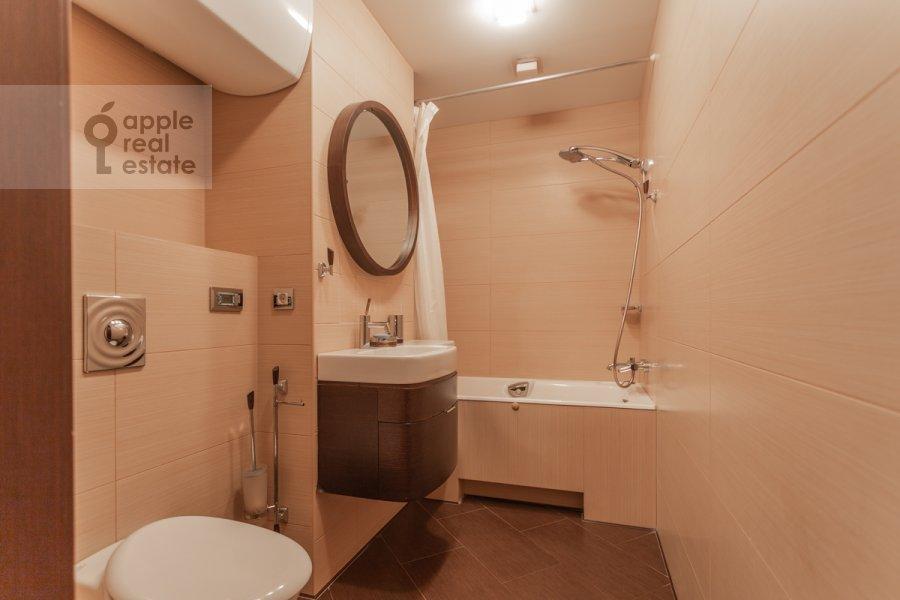 Санузел в 5-комнатной квартире по адресу Академика Пилюгина ул. 22к1