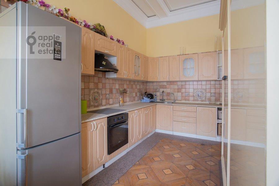 Kitchen of the 4-room apartment at Starokonyushennyy per. 5/14