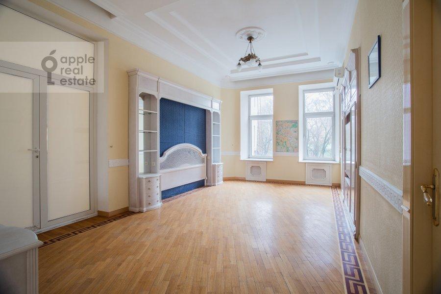 Bedroom of the 4-room apartment at Starokonyushennyy per. 5/14