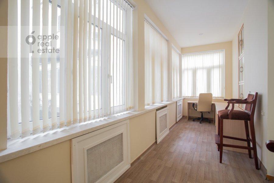Balcony / Terrace / Loggia of the 4-room apartment at Starokonyushennyy per. 5/14