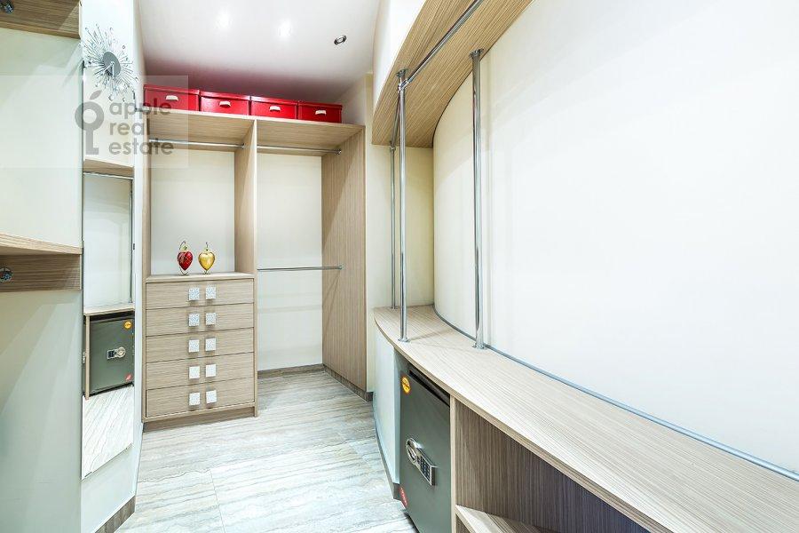 Гардеробная комната / Постирочная комната / Кладовая комната в 3-комнатной квартире по адресу Бутиковский пер. 16с3