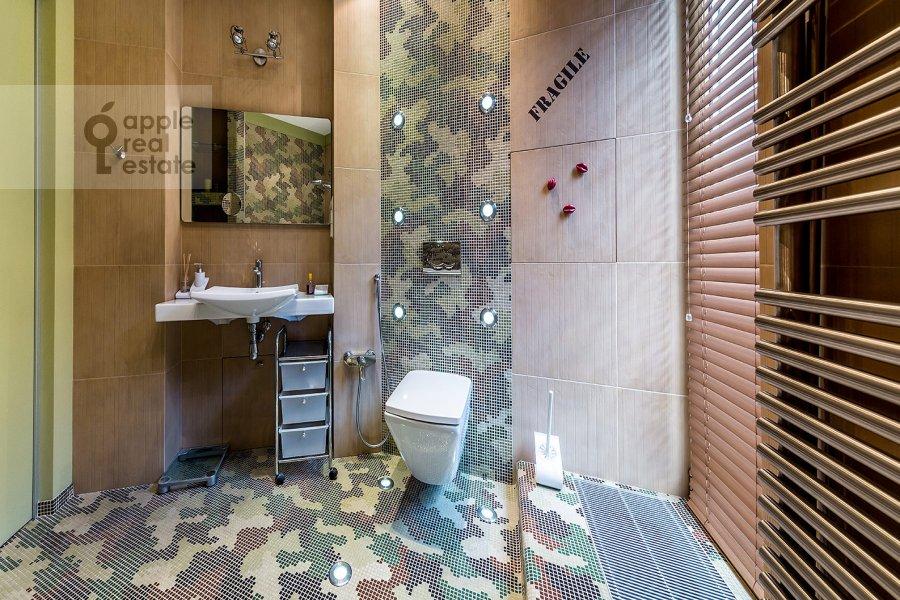 Санузел в 3-комнатной квартире по адресу Бутиковский пер. 16с3