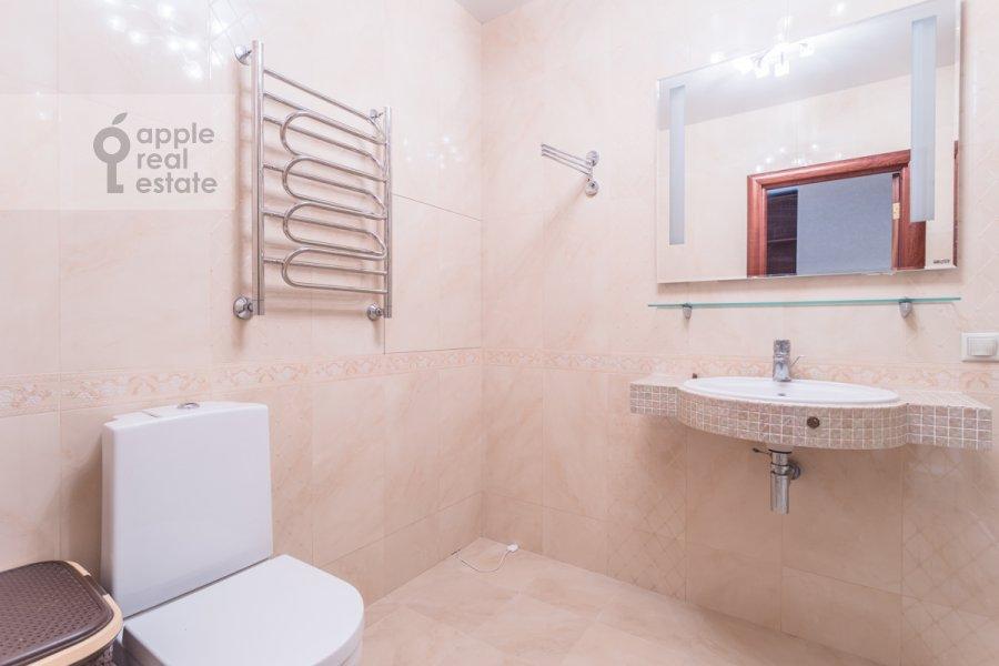Bathroom of the 3-room apartment at 1-y Nagatinskiy proezd 11k1
