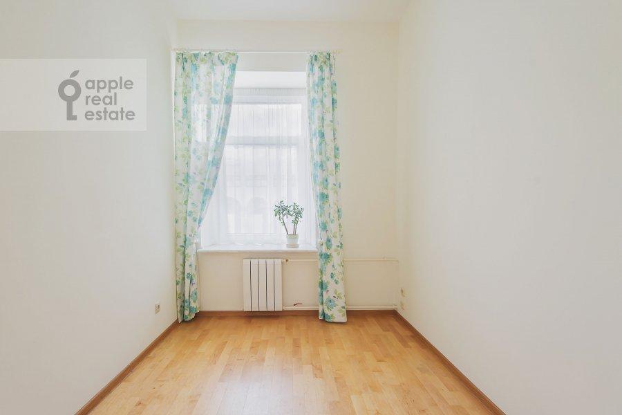 Детская комната / Кабинет в 3-комнатной квартире по адресу Луков пер. 4