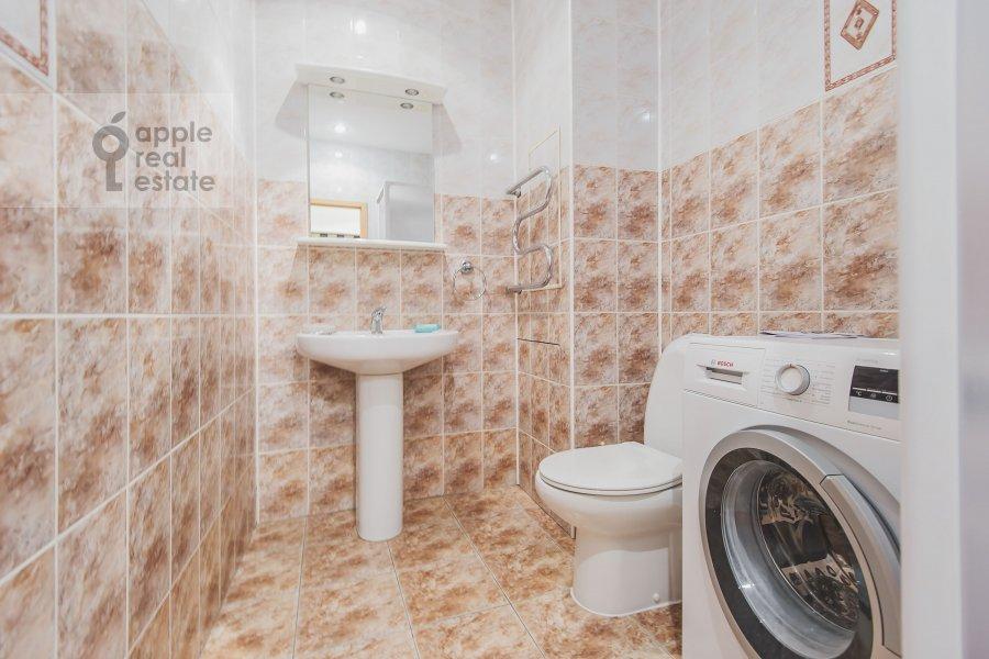 Санузел в 3-комнатной квартире по адресу Луков пер. 4