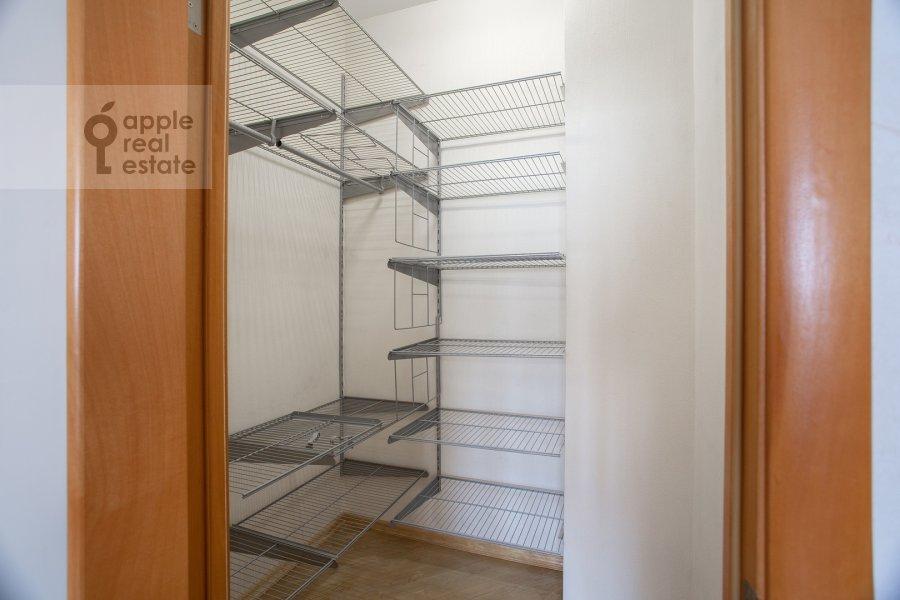 Гардеробная комната / Постирочная комната / Кладовая комната в 3-комнатной квартире по адресу Полоцкая ул. 31