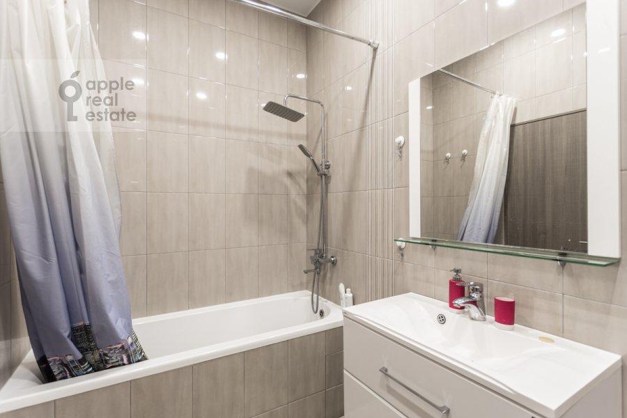Bathroom of the 2-room apartment at Belomorskaya ul. 11k1