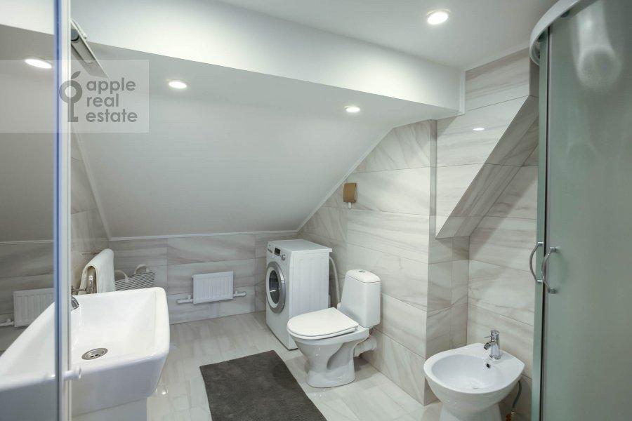 Bathroom of the 4-room apartment at Nashiokinskiy per. 5s5