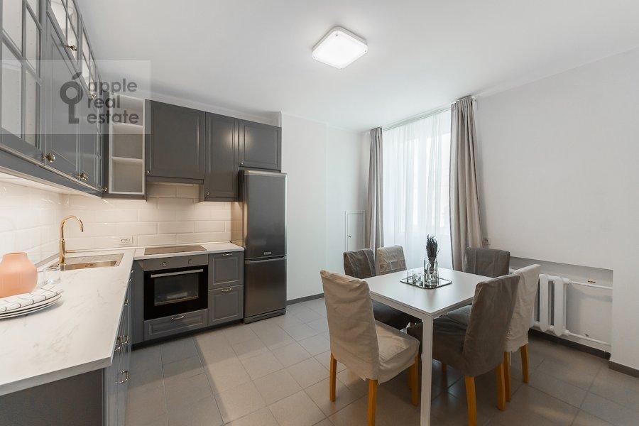 Кухня в 2-комнатной квартире по адресу Тверская ул. 6с1