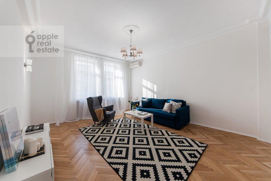 Гостиная в 2-комнатной квартире по адресу Тверская ул. 6с1