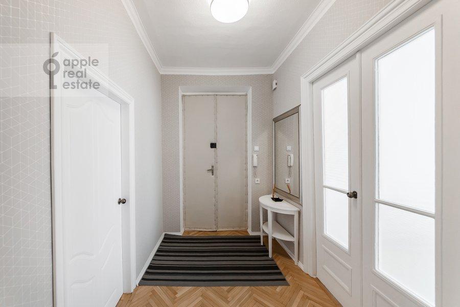 Коридор в 2-комнатной квартире по адресу Тверская ул. 6с1