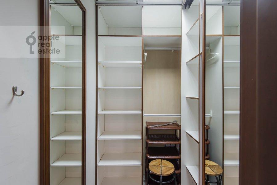 Walk-in closet / Laundry room / Storage room of the 4-room apartment at Krivoarbatskiy pereulok 8s2