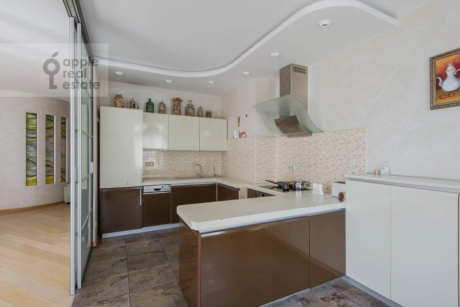 Kitchen of the 4-room apartment at Krivoarbatskiy pereulok 8s2