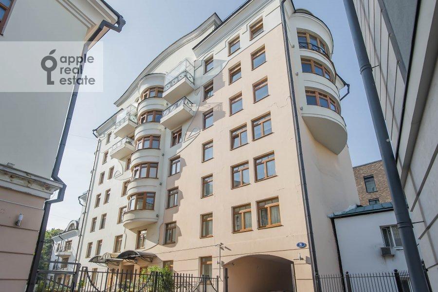 Photo of the house of the 4-room apartment at Krivoarbatskiy pereulok 8s2