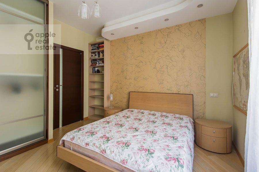 Bedroom of the 4-room apartment at Krivoarbatskiy pereulok 8s2