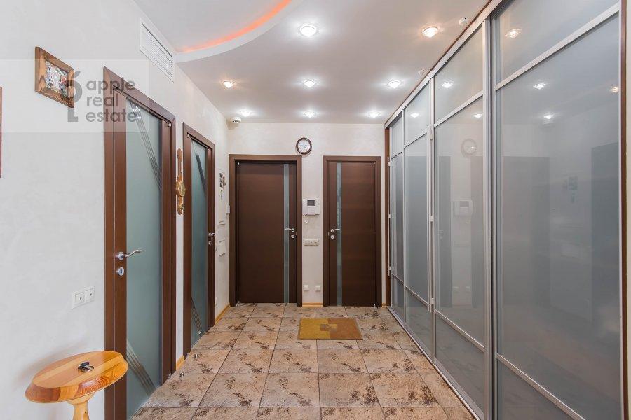Corridor of the 4-room apartment at Krivoarbatskiy pereulok 8s2