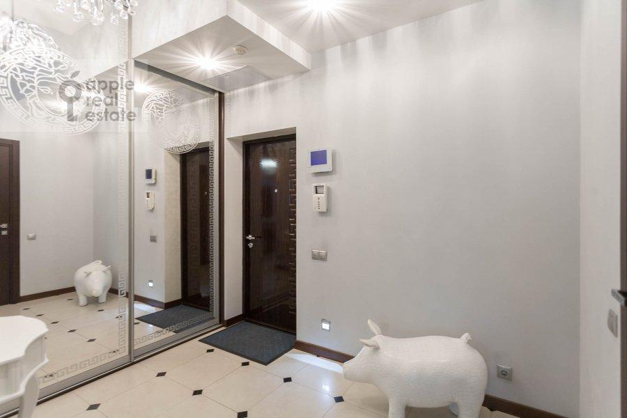 Corridor of the 3-room apartment at Studencheskaya ul. 20k1