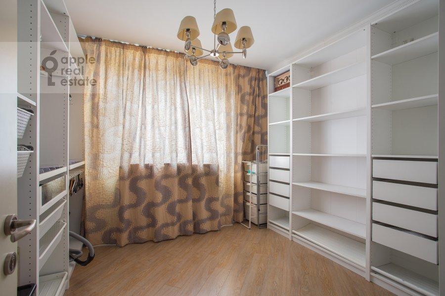 Гардеробная комната / Постирочная комната / Кладовая комната в 4-комнатной квартире по адресу Рублевское шоссе 18к3