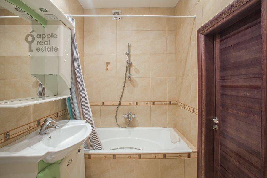 Bathroom of the 4-room apartment at Bol'shoy Koptevskiy proezd 10k2