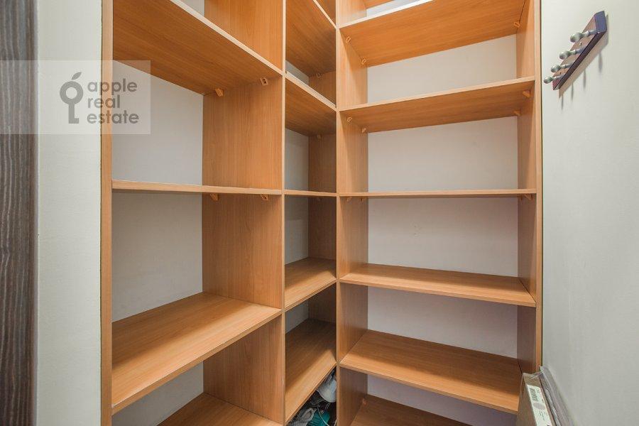 Walk-in closet / Laundry room / Storage room of the 4-room apartment at Bol'shoy Koptevskiy proezd 10k2
