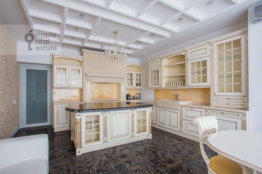 Кухня в 5-комнатной квартире по адресу Мосфильмовская ул. 70к1