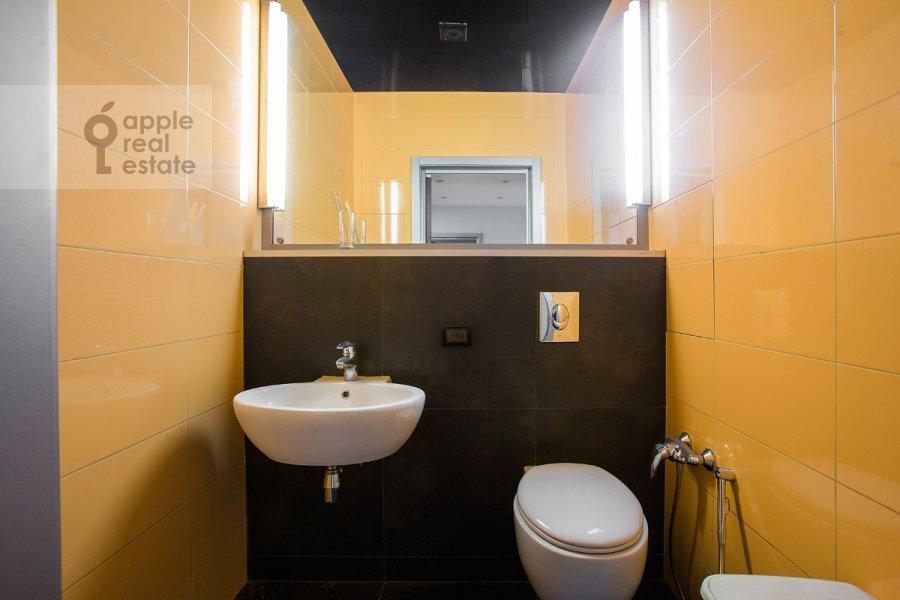 Bathroom of the 2-room apartment at Shmitovskiy pr. 16s2