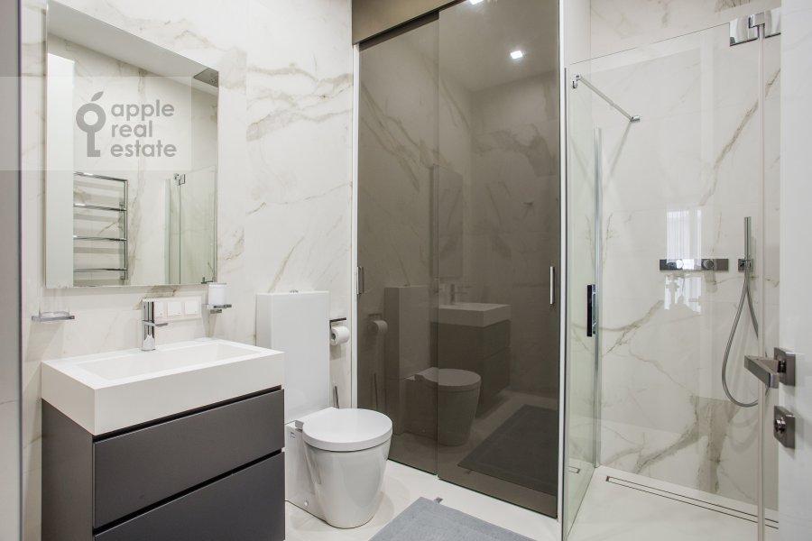 Bathroom of the 3-room apartment at 1-y Smolenskiy pereulok 21