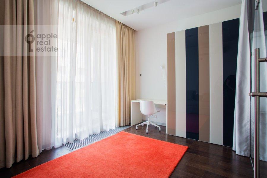 Children's room / Cabinet of the 3-room apartment at 1-y Smolenskiy pereulok 21