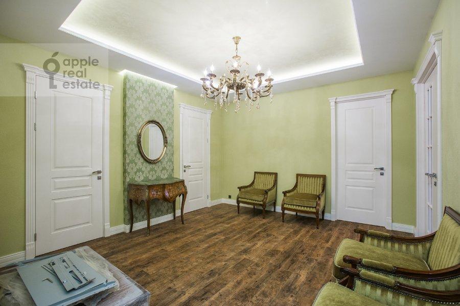 Corridor of the 5-room apartment at Tsvetnoy bul'var 13s2