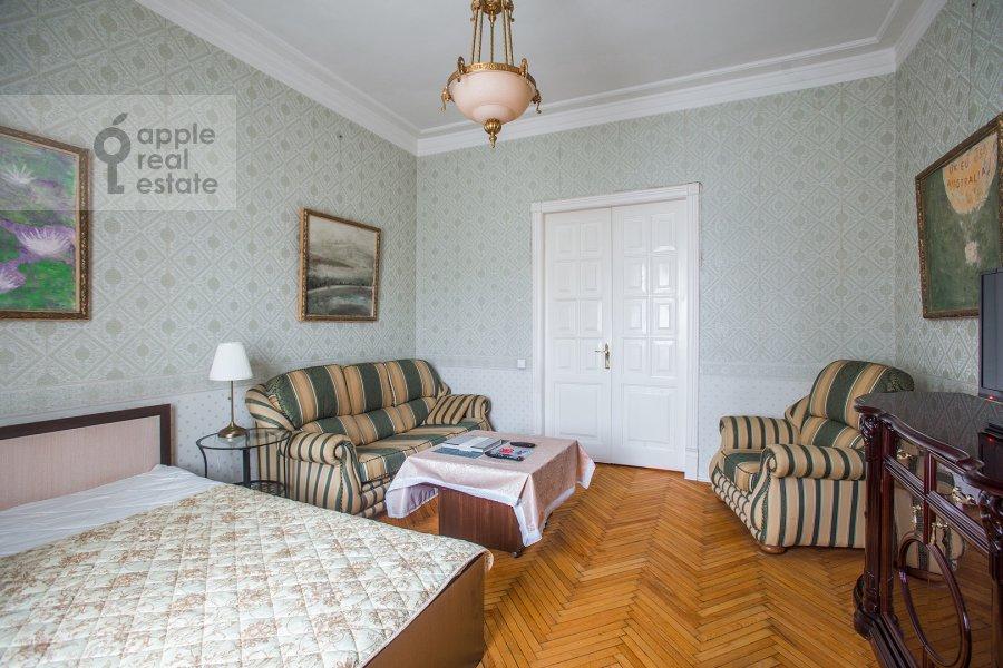 Living room of the 3-room apartment at Sadovaya-Kudrinskaya ul. 8/12