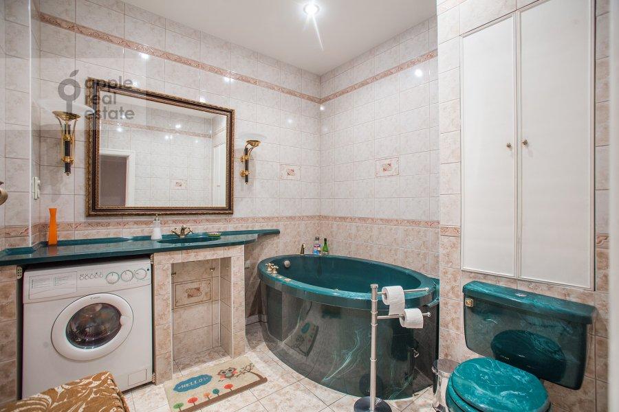 Bathroom of the 3-room apartment at Sadovaya-Kudrinskaya ul. 8/12