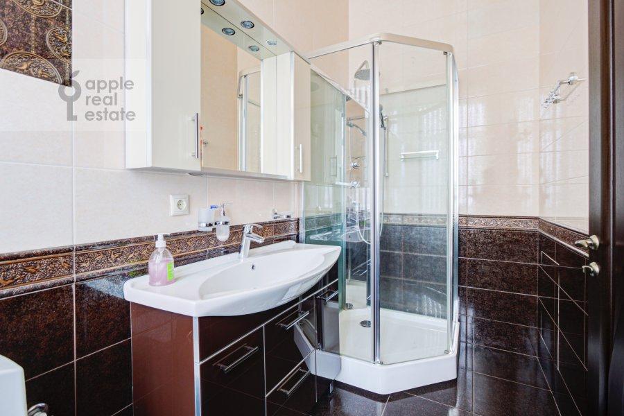 Bathroom of the 4-room apartment at Sadovaya-Chernogryazskaya ul. 3Bs1
