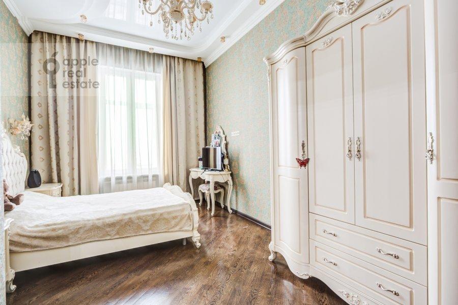 Bedroom of the 4-room apartment at Sadovaya-Chernogryazskaya ul. 3Bs1