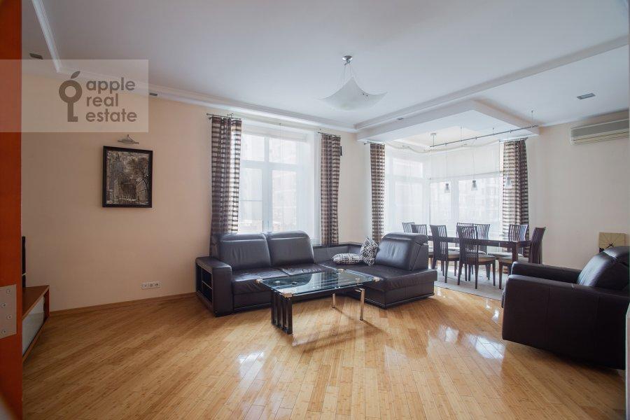 Гостиная в 4-комнатной квартире по адресу Климашкина ул. 19