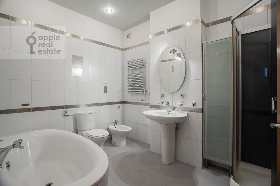 Санузел в 4-комнатной квартире по адресу Климашкина ул. 19