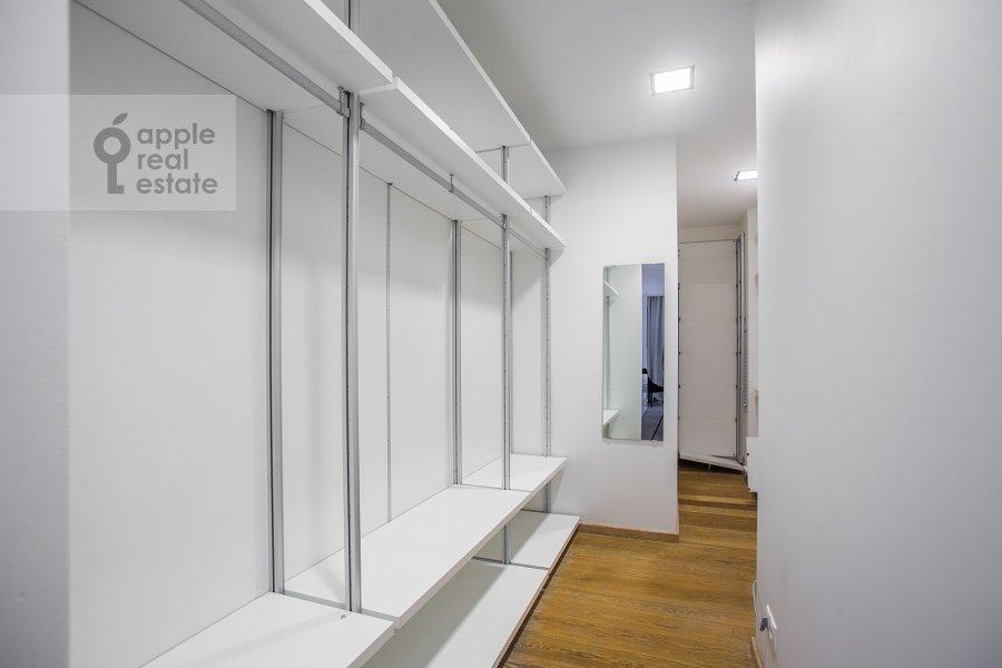 Walk-in closet / Laundry room / Storage room of the 4-room apartment at Leningradskiy prospekt 76k1