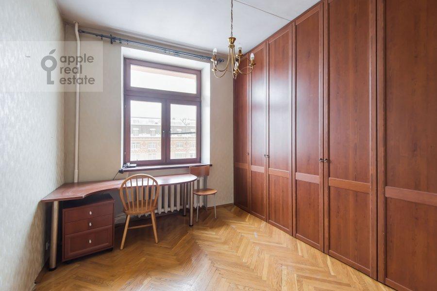 Children's room / Cabinet of the 3-room apartment at Frunzenskaya nab. 38/1