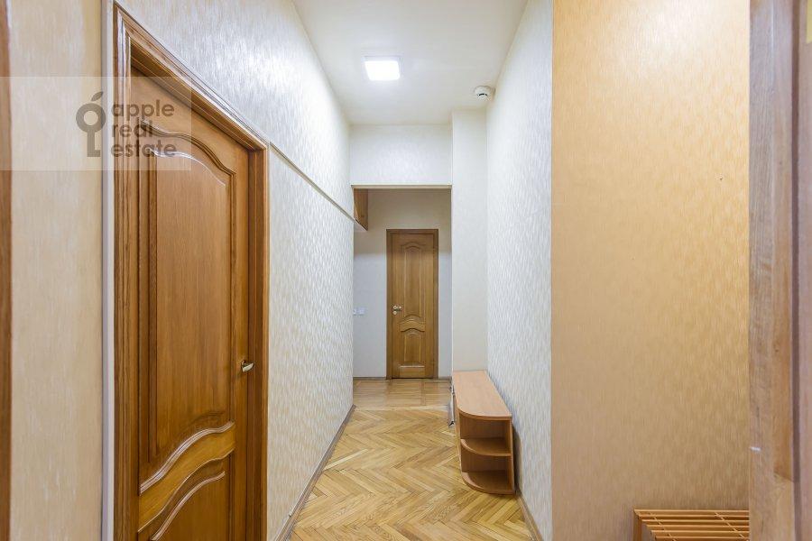 Corridor of the 3-room apartment at Frunzenskaya nab. 38/1
