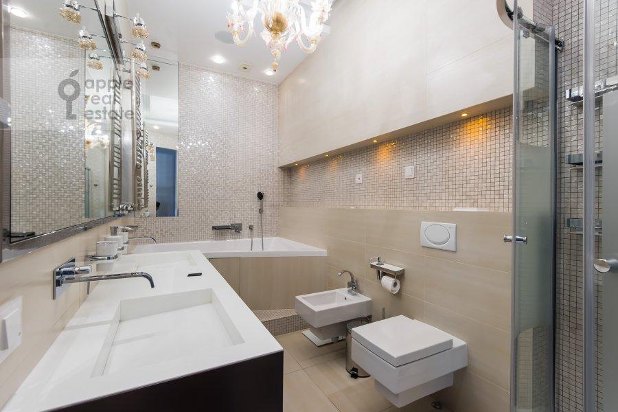 Санузел в 4-комнатной квартире по адресу Весковский туп. 3