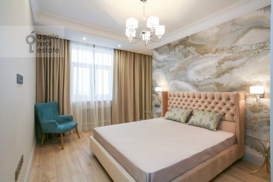 Спальня в 3-комнатной квартире по адресу Авиационная ул. 77к2