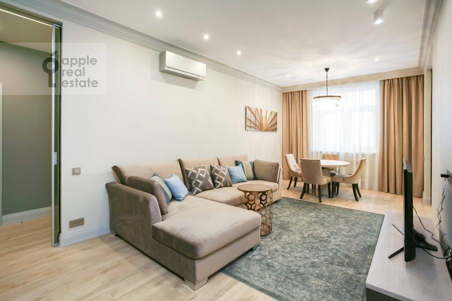 Гостиная в 3-комнатной квартире по адресу Авиационная ул. 77к2