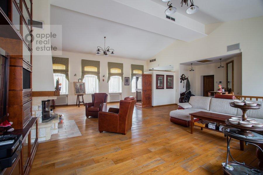 Гостиная в 4-комнатной квартире по адресу Палашевский Большой пер. 1с2