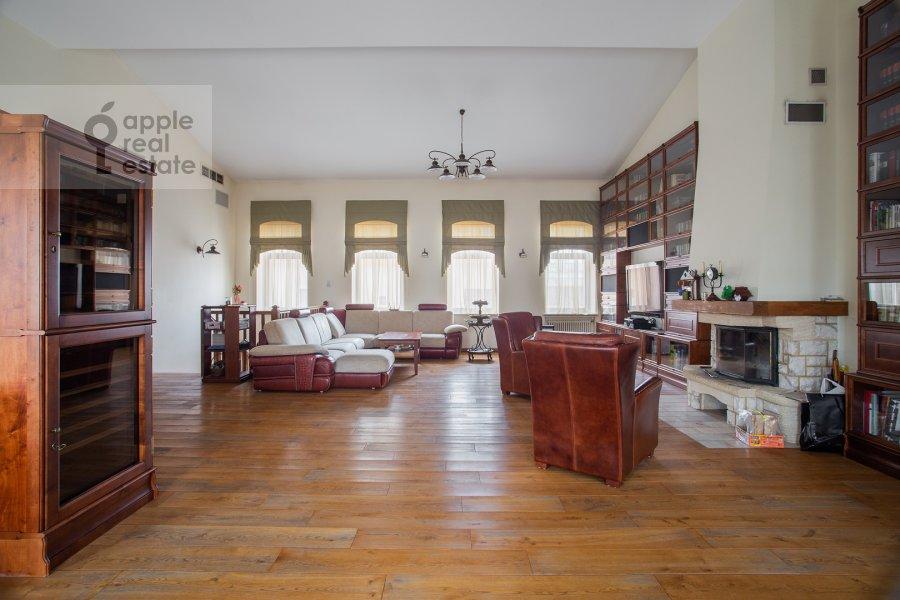 Living room of the 4-room apartment at Palashevskiy Bol'shoy per. 1s2