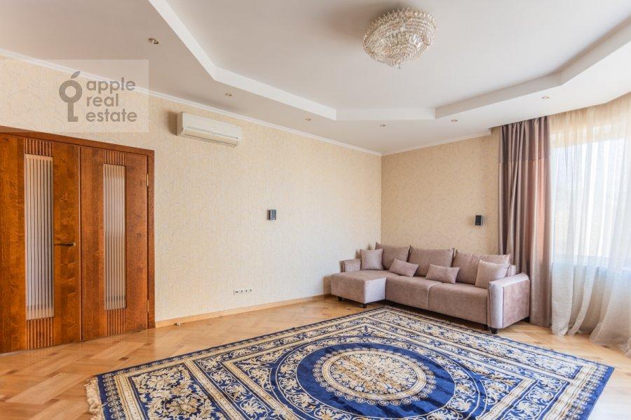 Гостиная в 2-комнатной квартире по адресу Протопоповский пер. 17с2