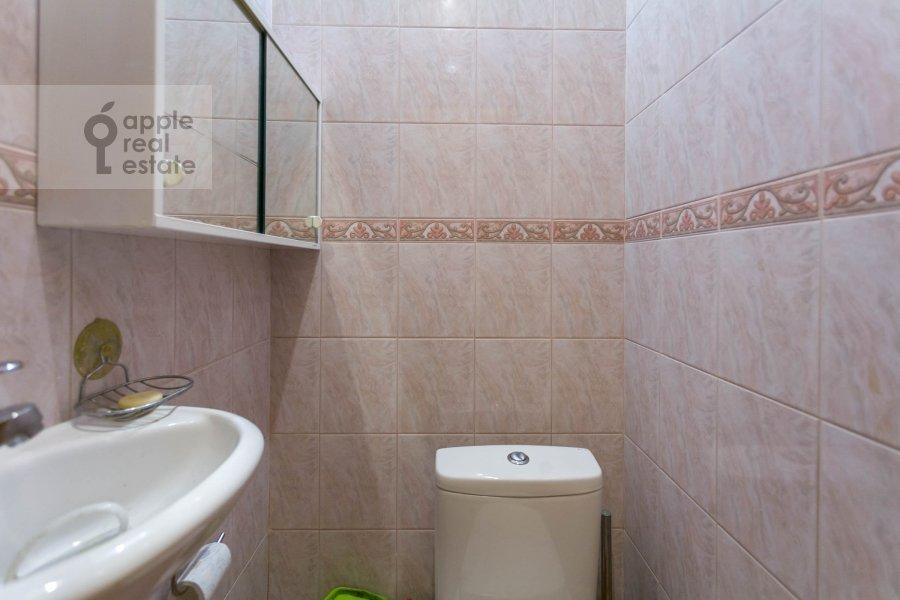 Санузел в 3-комнатной квартире по адресу Макаренко ул. 1/19