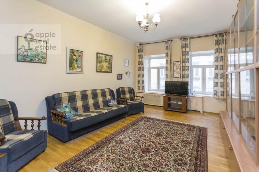 Спальня в 3-комнатной квартире по адресу Макаренко ул. 1/19